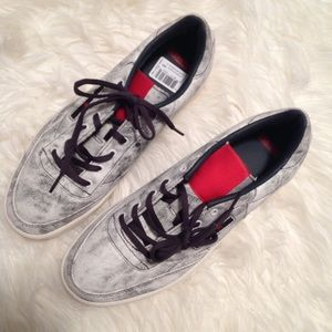 Kendrick Lamar Reebok Distressed Men's NWT Shoes 7